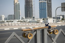 Z letiště World Central 50 km na penny boardu do centra / Dubaj